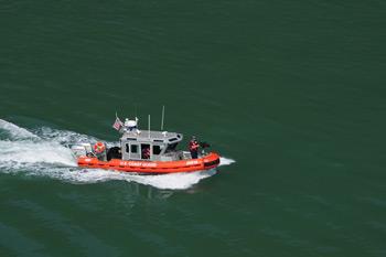 Фото 28. Какое-то время нас сопровождал катер береговой охраны