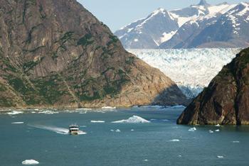 Фото 30. Впереди большой ледник, но туда большому кораблю подплывать опасно