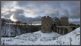 Однажды он приехал в крепость Копорье, чтобы сфотографировать ее сразу после захода солнца.