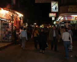 Progressive еще долго гулял по ночному Городу и снимал улицы, на которых кипела ночная жизнь, так не похожая на нашу.