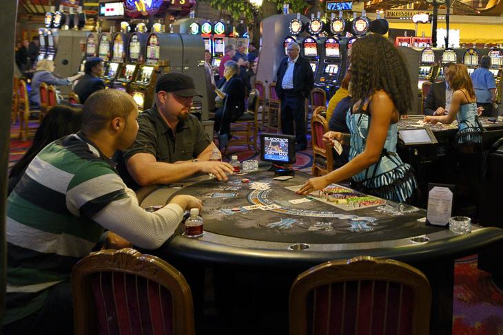 казино с живой рулеткой